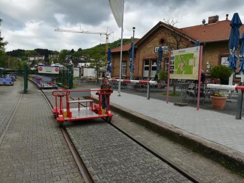Papa-Tochter-Tour in Wolfstein mit einer Draisinenfahrt von Altenglan nach Staudernheim