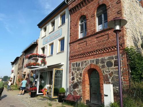 Nette Häuser am Ufer der Oder