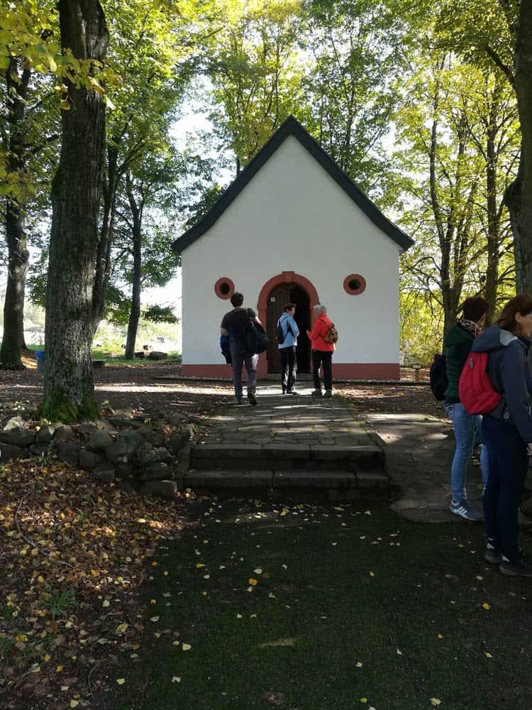 Auch an der Valentinuskapelle vorbei führte die Herbstwanderung