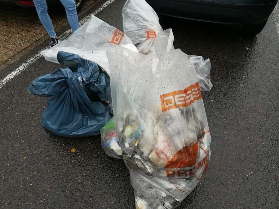 Gesammelter Müll am Illtal-Gymnasium